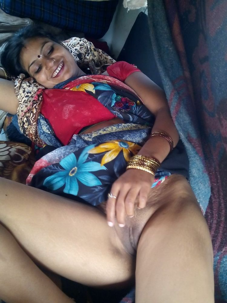 Wet pussy of aunty