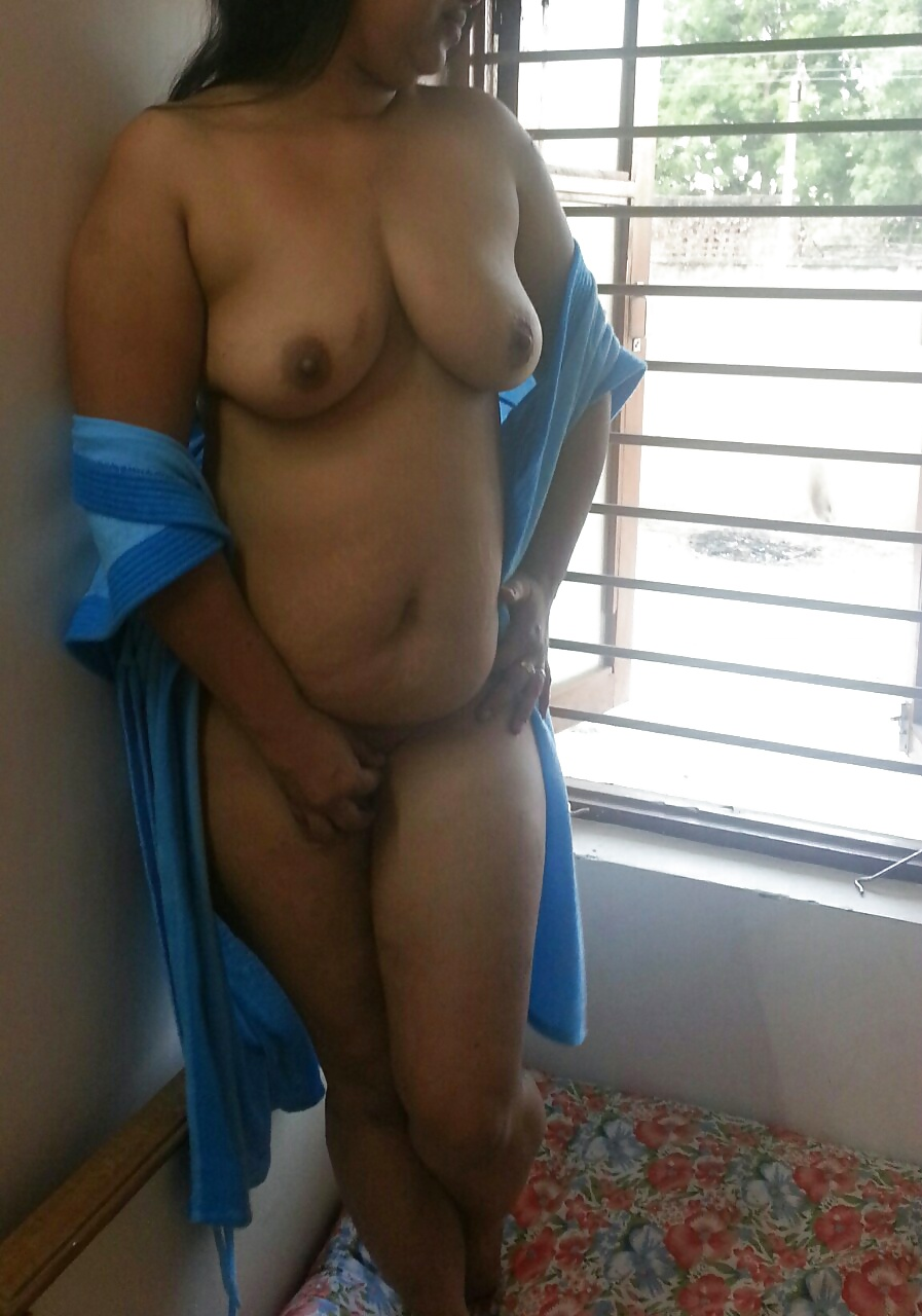 Desi aunty show naked her in barthroom