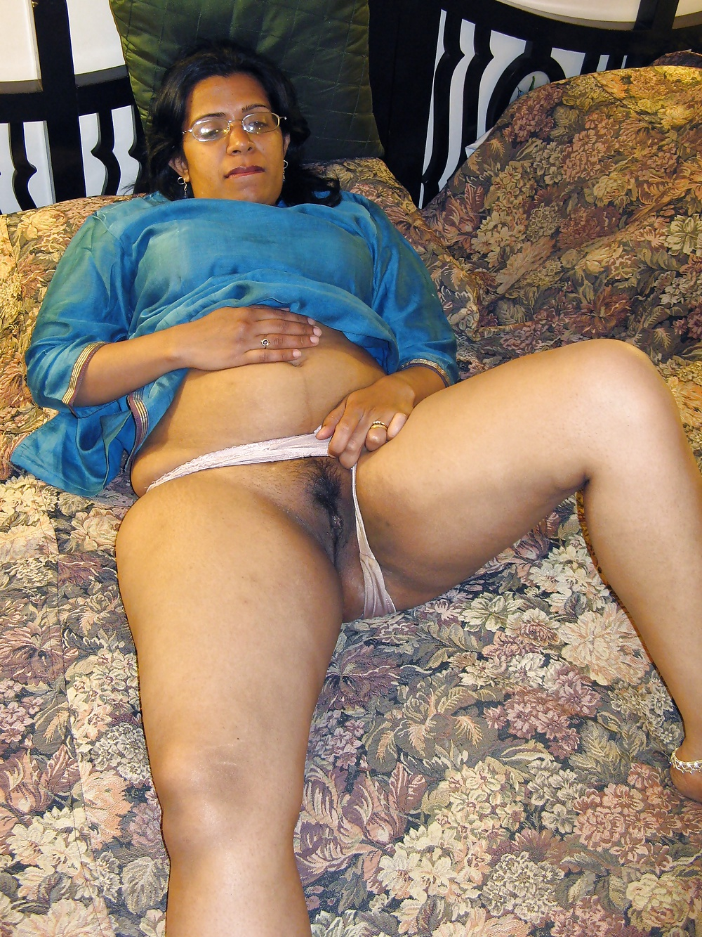 Porn Pics Indian Aunty Suchitra Teasing Her Husband