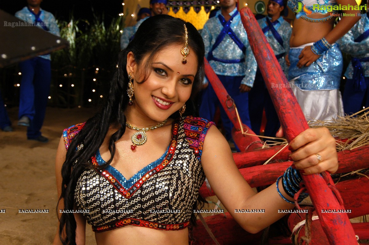 [Image: pooja-bose-spicy-pictures-highres92.jpg]